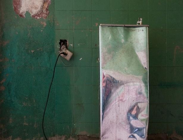 """O ensaio """"Educação para Todos"""", do fotógrafo mineiro Guilherme Bergamini, 36, revela a deterioração da Escola Estadual Pandiá Calógeras, no bairro Santo Agostinho, região nobre de Belo Horizonte"""