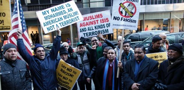 Muçulmanos de Nova York protestam contra o racismo e as propostas do pré-candidato republicano à Casa Branca Donald Trump, em dezembro