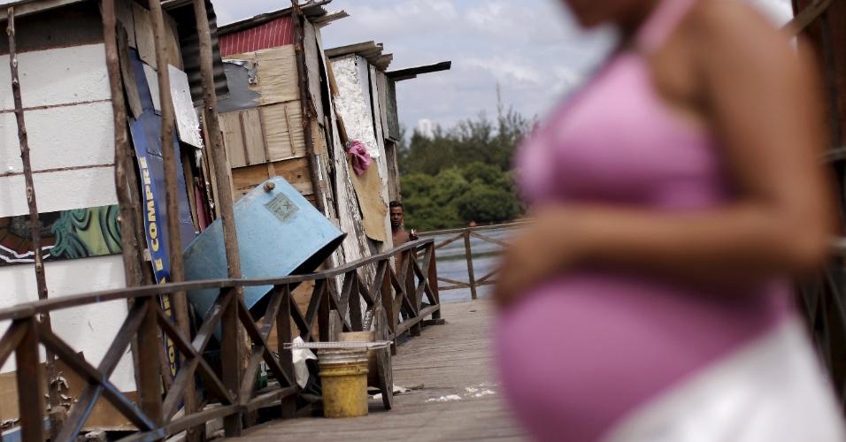 29.jan.2016 - Grávida em região pobre do Recife, capital de Pernambuco. O Estado tem grande número de casos de microcefalia notificados