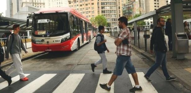 Milhares de passageiros cruzam São Paulo todos os dias para estudar e trabalhar