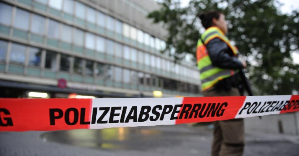 22.jul.2016 - Polícia bloqueia a principal estação de trens de Munique, Alemanha, após tiroteio deixar mortos e feridos no shopping Olympia