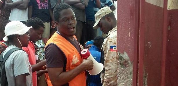 Prefeito de Paillant, Jude Brice, coordena distribuição de ajuda após furacão
