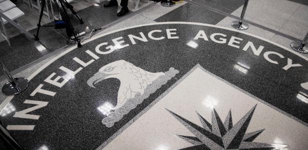 Emblema da CIA no chão da sede da agência, em Langley, nos Estados Unidos