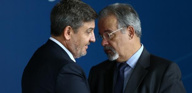 Fernando Segóvia cumprimenta Jungmann em cerimônia de posse de Galloro