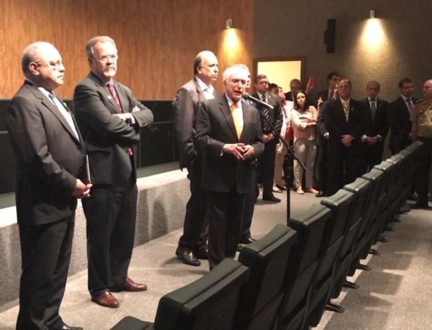 Temer reafirma liberação de R$ 1 bilhão ao Rio de Janeiro ao lado do ministro da Segurança Pública, Raul Jungman, e do governador do estado, Luiz Fernando Pezão - Reprodução/Twitter