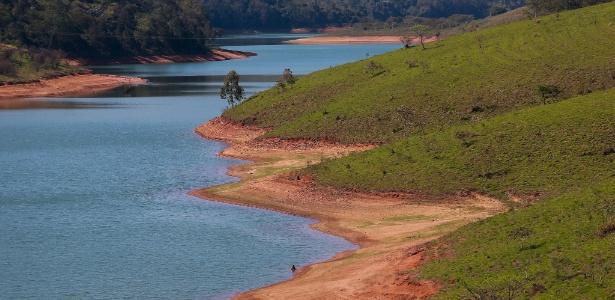 Represa de Piracaia, no interior de São Paulo, vista na altura do km 7 da Rodovia André Franco Montoro - Tiago Queiroz/Estadão Conteúdo