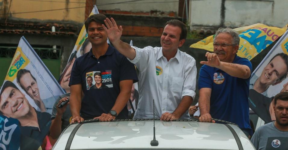 O candidato ao governo do Rio de Janeiro, Eduardo Paes, fez campanha em Bangu, neste sábado