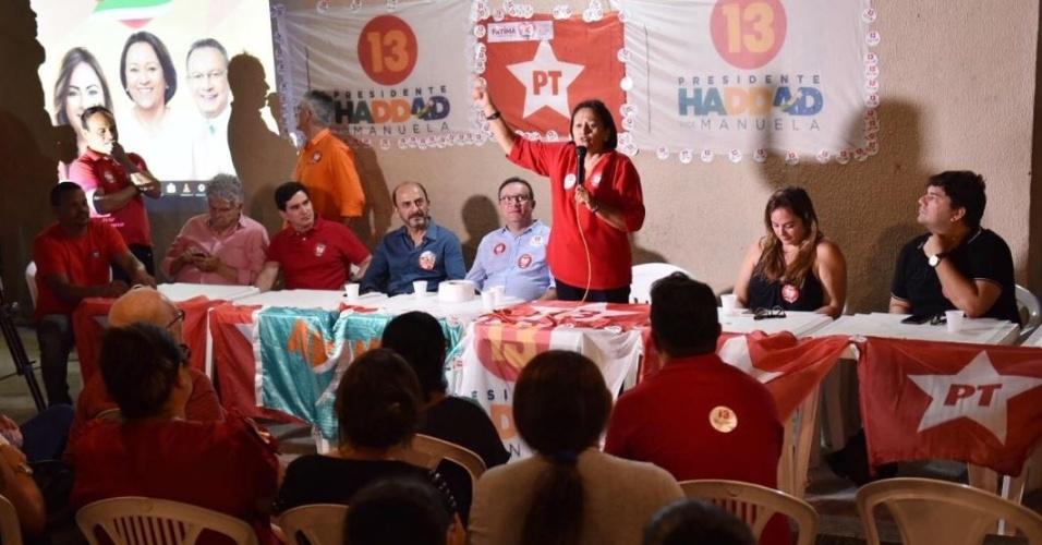 24.out.2018 - Fátima Bezerra realiza encontro com eleitores em Serrambi, no RN