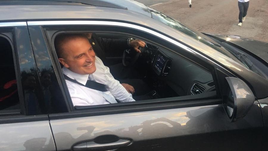 O futuro ministro da Casa Civil, deputado Onyx Lorenzoni (DEM-RS), chega ao Clube do Congresso, em Brasília, onde se casou - Gustavo Maia/UOL
