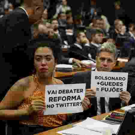 Deputados da oposição protestam durante sessão da CCJ da Câmara - Pedro Ladeira/Folhapress