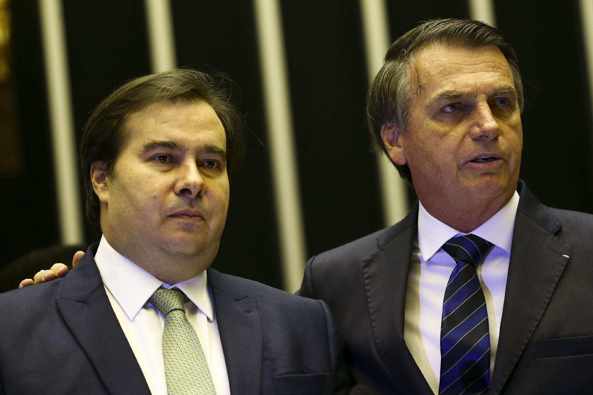 """Bolsonaro """"queima navios"""" na relação com Maia; corajoso ou ..."""