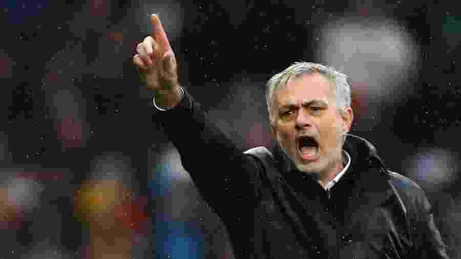 José Mourinho durante partida do Tottenham contra o Brighton & Hove Albion pelo Campeonato Inglês -