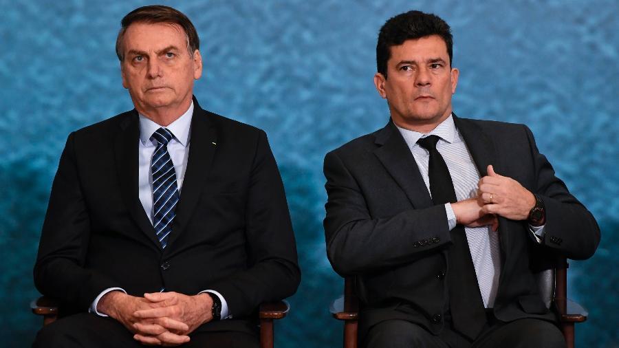 Presidente Jair Bolsonaro e ministro Sergio Moro lado a lado, em solenidade no Palácio do Planalto, em outubro de 2019 - Mateus Bonomi/AGIF