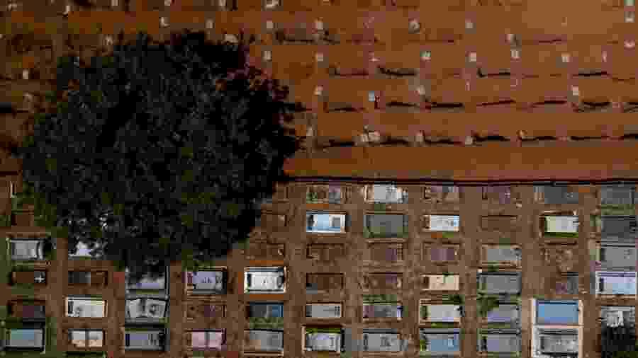 Vista aérea do cemitério de Taguatinga (DF) em meio à pandemia de covid-19 - Myke Sena/picture alliance via Getty Images