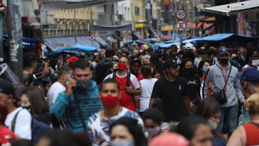 Às vésperas do Dia das Crianças, Rua 25 de Março tem movimentação intensa e aglomerações - Renato S. Cerqueira/Futura Press/Estadão Conteúdo