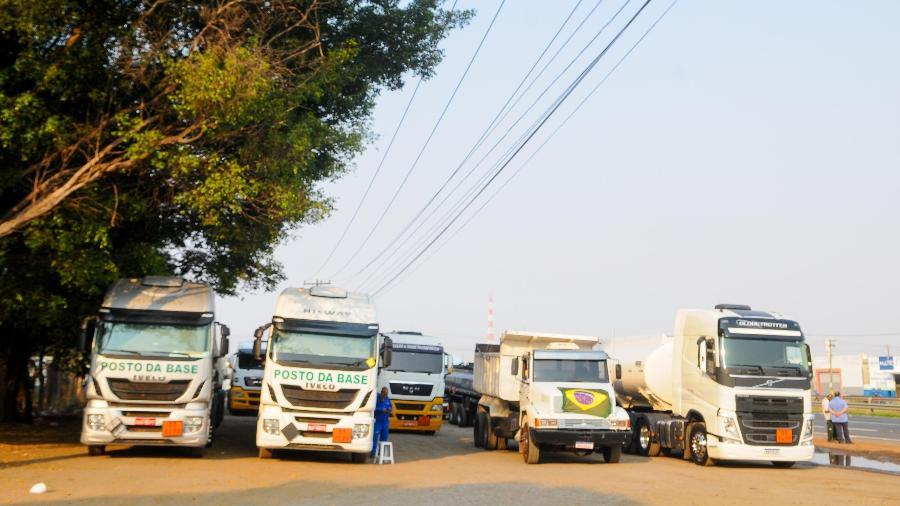 Paralisação de caminhoneiros na SP-332 (Estrada Velha de Campinas), no km 129, em Paulínia (SP) - Wagner Souza/Futura Press/Estadão Conteúdo