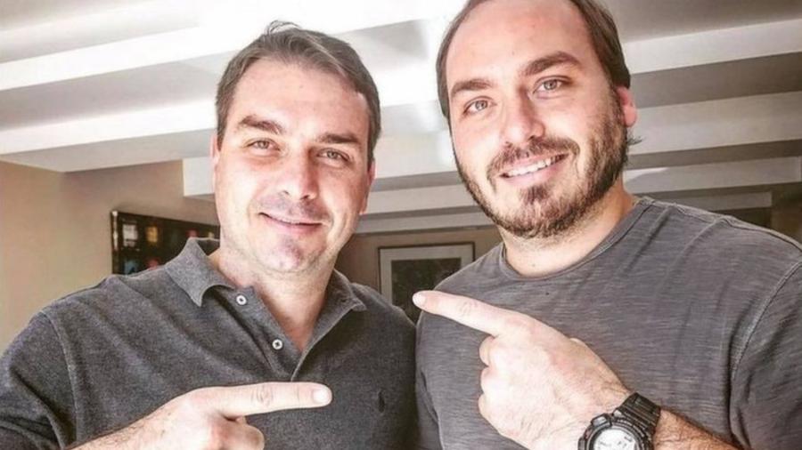 """Flávio e Carlos, filhos mais velhos do presidente, são investigados por suposto esquema de """"rachadinha"""" - Reprodução/Facebook"""
