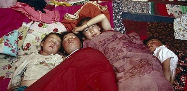 Um sono irresistível, que poderia se estender por dias, atingia moradores do vilarejo de Kalachi, no Cazaquistão; após investigação, governo explicou razões do problema - BBC