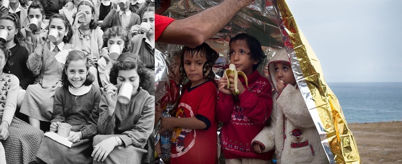 As duas épocas são bem diferentes, mas as situações são reais e atuais. Em 1950, na Grécia, garotas sorriem após receberam provisões. Uma cena parecida se repetiu na Grécia em 2015, quando um voluntário colocou um cobertor de emergência e deu comida para meninas que haviam acabado de chegar da perigosa travessia de barco