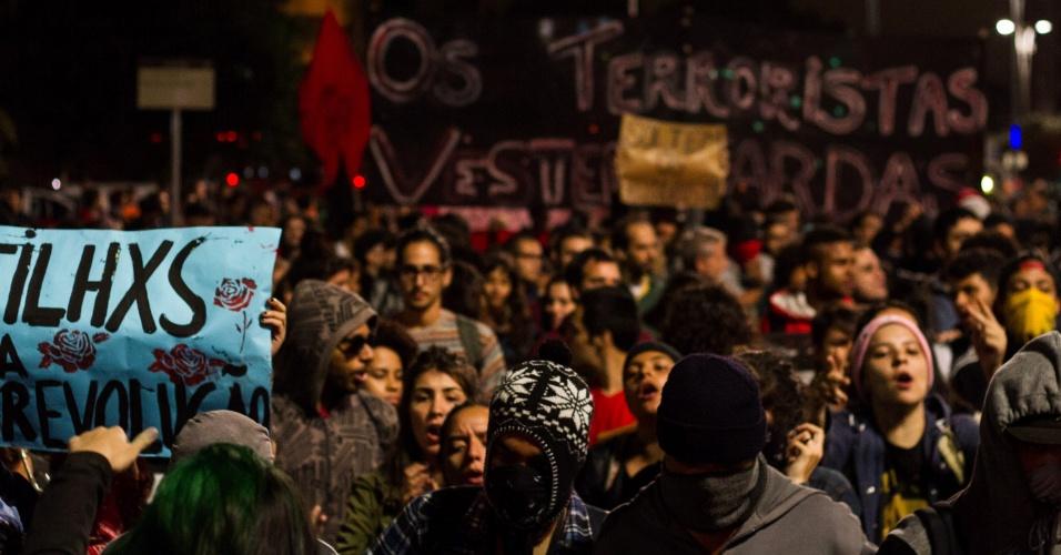 13.mai.2016 - Manifestantes pedem por merenda nas escolas durante protesto em solidariedade aos estudantes que foram detidos pela Polícia Militar, em São Paulo. Cerca de 50 alunos que ocupavam a Etesp (Escola Técnica Estadual de São Paulo) e três órgãos regionais de ensino (Centro-Oeste, Norte 1 e uma em Guarulhos) foram levados para delegacias durante ação da PM para desocupar os prédios