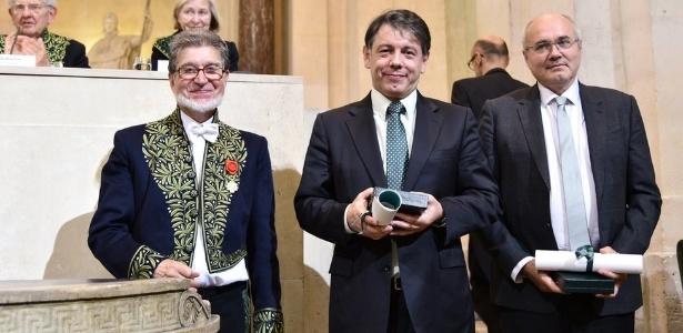 Marcelo Viana (no meio) dividiu prêmio com pesquisador francês (à dir.)