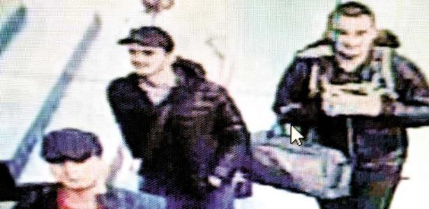 Imagens do circuito interno de TV do aeroporto de Istambul mostram os tr�s supostos terroristas respons�veis pelo atentado no local