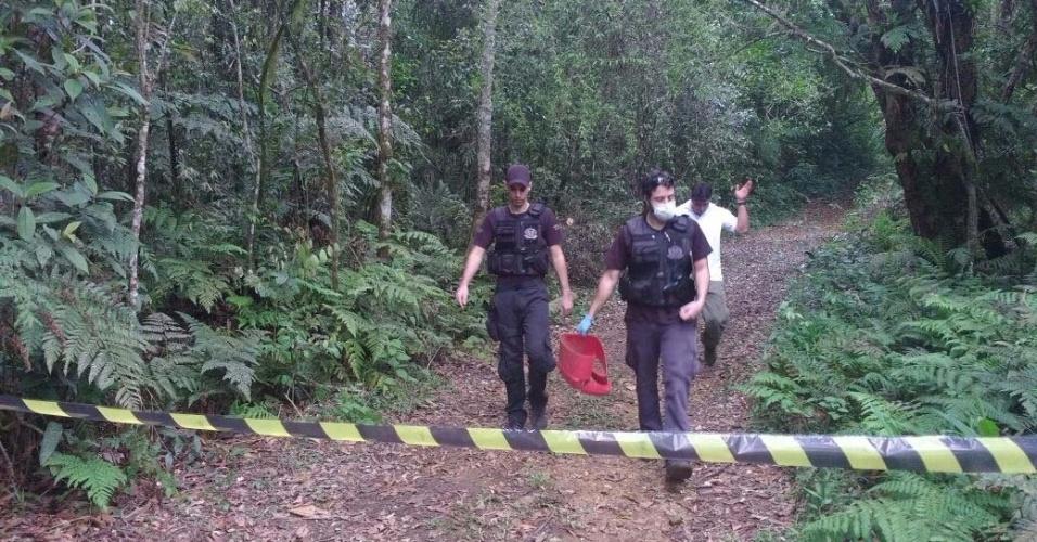 A polícia encontrou os corpos no domingo (6) em Mogi das Cruzes