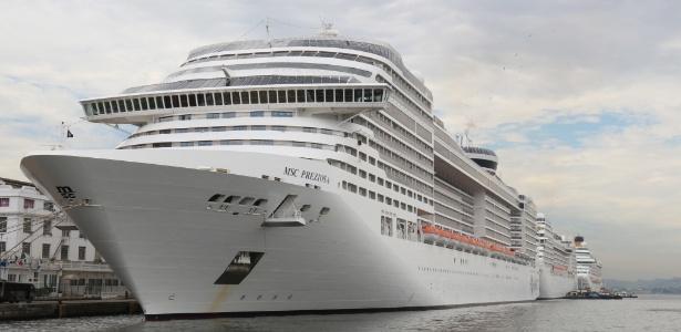 25.dez.2016 - Navios de cruzeiro atracam no porto do Rio de Janeiro no Natal
