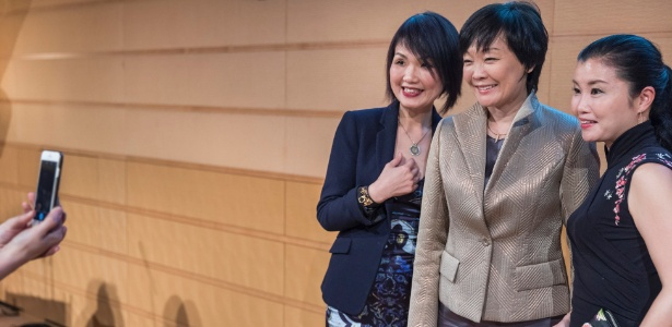 A primeira-dama do Japão, Akie Abe (centro), em um evento de arrecadação de recursos para a Asian University for Women, em Tóquio