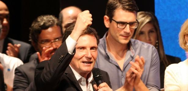 Marcelo Crivella participou de evento dos cem dias de governo ao lado do filho