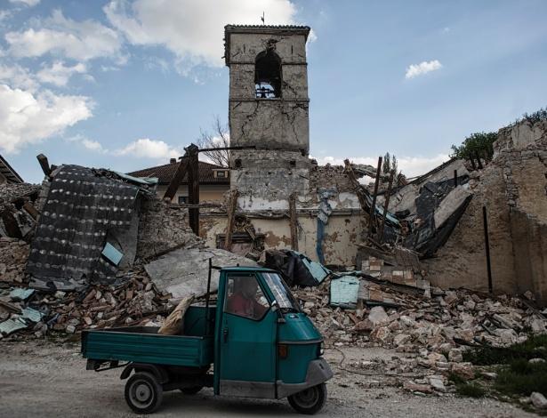 """A principal igreja de Borgo Sant""""Antonio, Itália, oito meses depois do terremoto que devastou a região - Nadia Shira Cohen/The New York Times"""