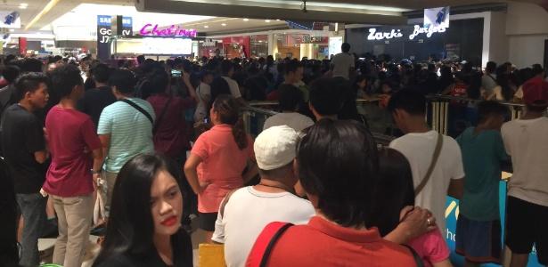 """Filas gigantescas se formaram em frente ao Zark""""s Burgers nas Filipinas - Facebook/Kent Pontivedra"""