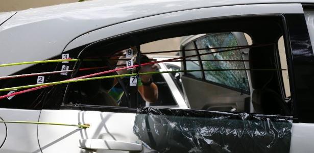 Criminososos disparam na direção de Marielle, que ocupava o banco traseiro do carro