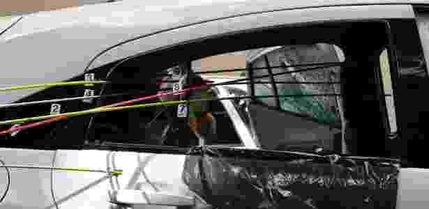 Criminososos disparam na direção de Marielle, que ocupava o banco traseiro do carro - Pablo Jacob/Agência O Globo
