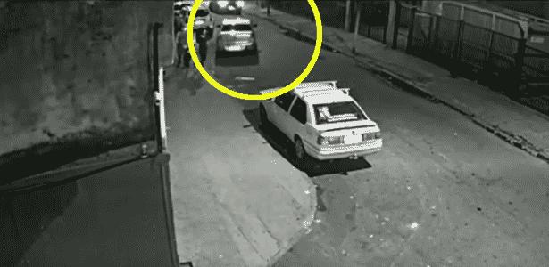 Imagem obtida pela polícia mostra carro perseguindo veículo da vereadora - Reprodução/Globo News