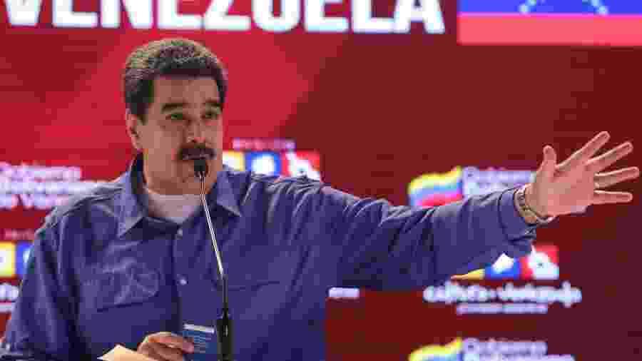 """O líder venezuelano ainda comparou seus críticos a """"discos riscados de vinil"""" - Miraflores Palace/Handout via Reuters"""