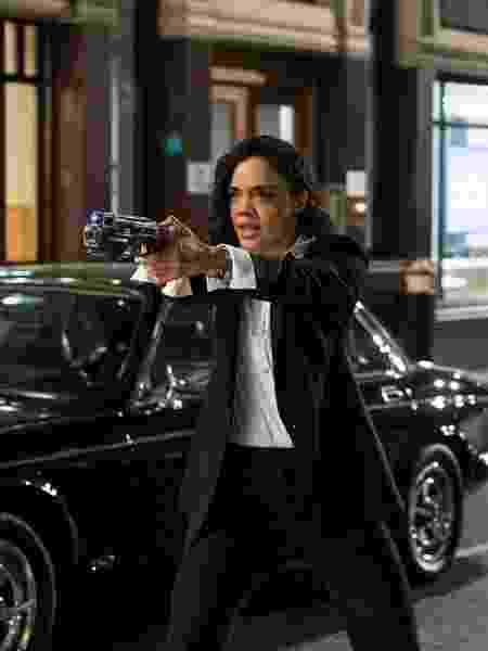 """Tessa Thompson em cena de """"Homens de Preto: Internacional"""" - Divulgação"""