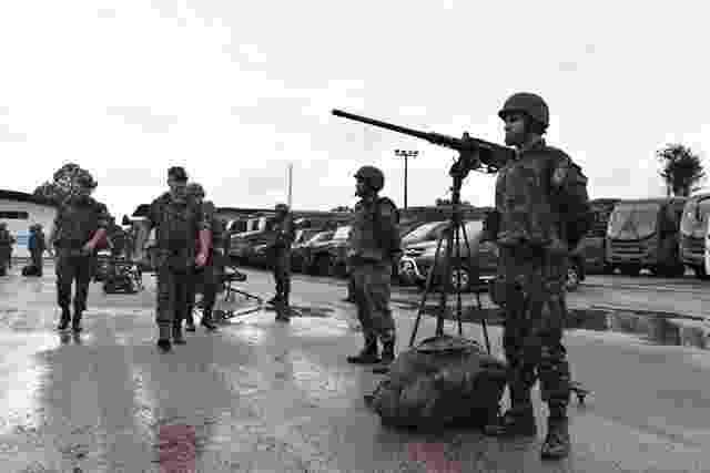 18.fev.2019 - Militares da 17ª Brigada de Infantaria de Selva do Exército apresentam-se para dar início à operação de GLO (Garantia da Lei e da Ordem) na área externa do presídio federal de Porto Velho, para onde lideranças da facção criminosa PCC foram transferidas na semana passada - Divulgação/Exército