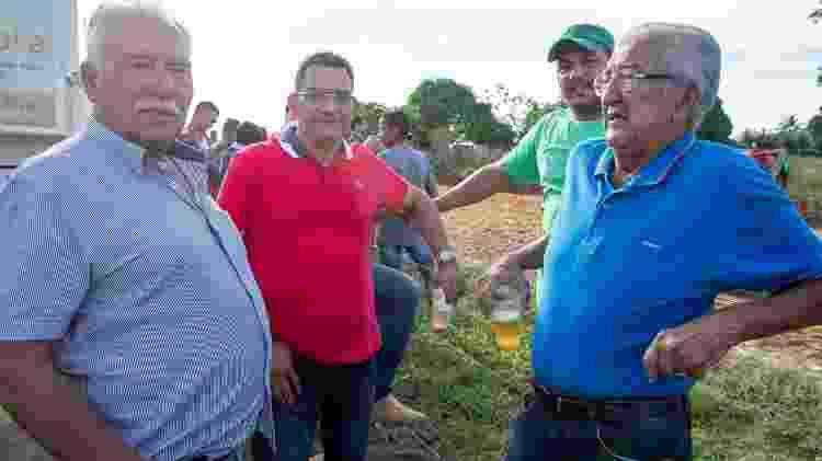 Arlindo Rosa (de bigode) e Francisco Torres (de camisa vermelha), presidente e vice, respectivamente, do Sindicato dos Produtores Rurais de São Félix do Xingu   - João Laet/Repórter Brasil e The Guardian