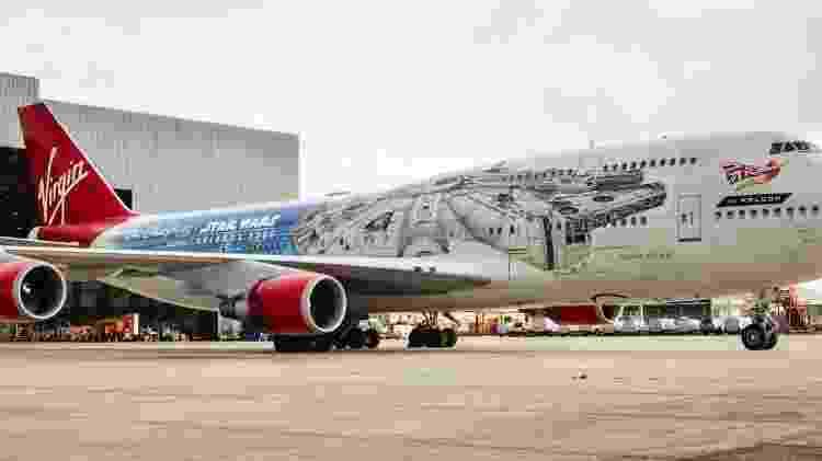 Boeing 747 da Virgin Atlantic usou a nave Millennium Falcon - Divulgação  - boeing 747 da virgin atlantic usou a nave millennium falcon 1572620001558 v2 750x421 - Aviões são pintados de Millennium Falcon e mostram vídeos de Star Wars