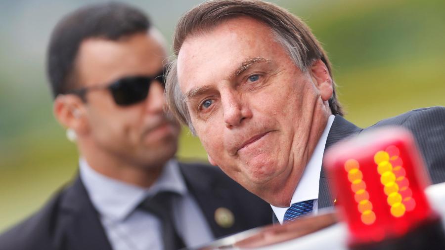 Presidente Jair Bolsonaro entra em carro na saída do Palácio da Alvorada - ADRIANO MACHADO