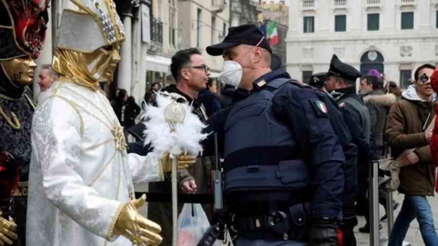 Autoridades italianas decidiram encerrar dois dias mais cedo o carnaval de Veneza - Reuters