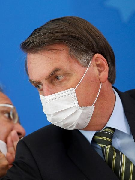 Presidente Jair Bolsonaro e o ministro da Economia, Paulo Guedes, durante coletiva de anúncio de medidas contra o coronavírus - Adriano Machado/Reuters