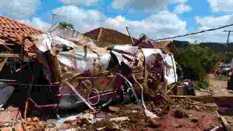 Uma das casas foi interditada por conta do comprometimento da estrutura - Divulgação / Corpo de Bombeiros de Minas Gerais