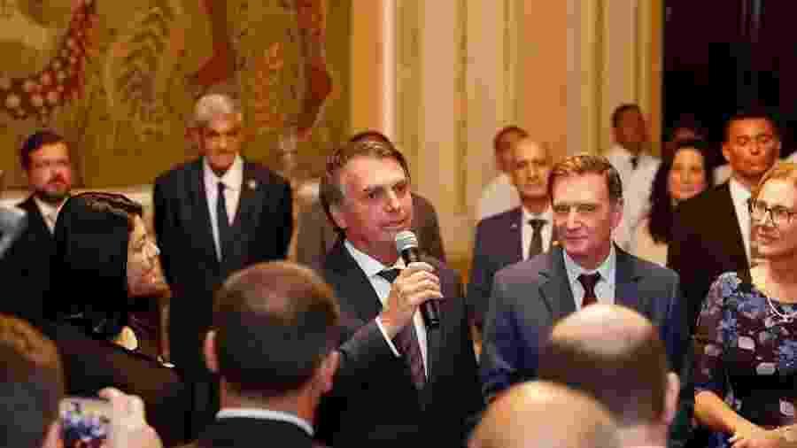 O presidente Jair Bolsonaro e o prefeito do Rio, Marcelo Crivella - Crédito: Alan Santos/Presidência da República
