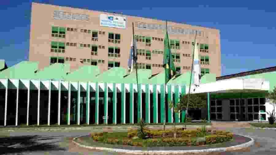 Menina foi levada para o Hospital Adão Pereira Nunes, onde permanece internada - Divulgação