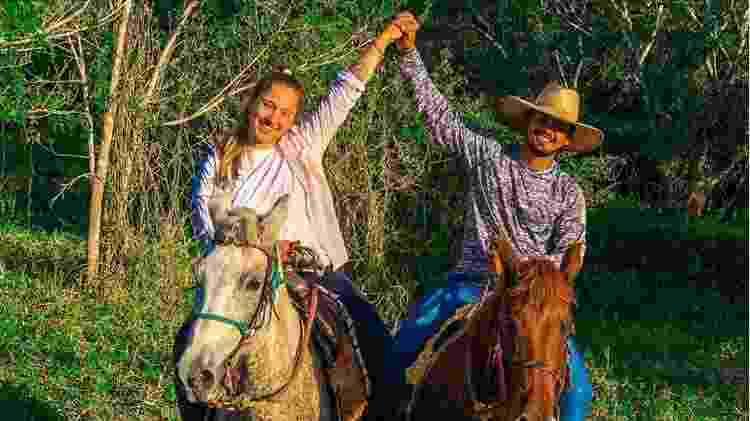 Eduarda e o noivo, o empresário João Paulo Macedo Falcão: os dois são voluntários no resgate a animais atingidos pelos incêndios< - Arquivo pessoal - Arquivo pessoal