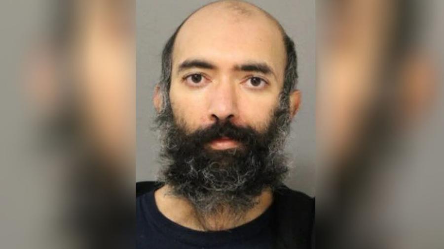 """Aditya Singh, de 36 anos, foi acusado de viver três meses em um aeroporto em Chicago """"por medo de viajar e se contaminar com a covid-19"""" - Reprodução/Chicago Police Department"""