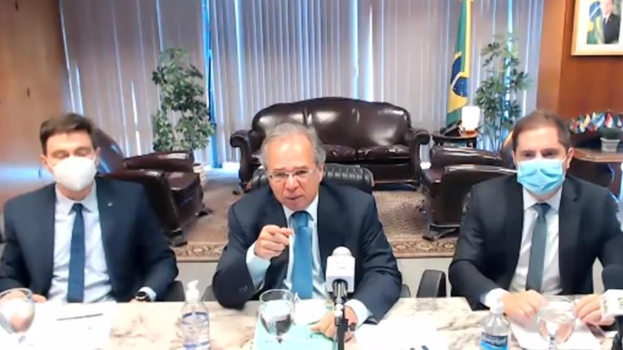 O ministro da Economia, Paulo Guedes, comparou servidores públicos que ingressam nos cargos por concurso a militantes políticos - Reprodução/YouTube