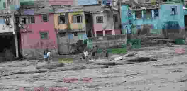 Rio Doce, em Minas Gerais, é tomado pela enxurrada de lama das barragens da Samarco - Antônio Cota/Diário do Rio Doce